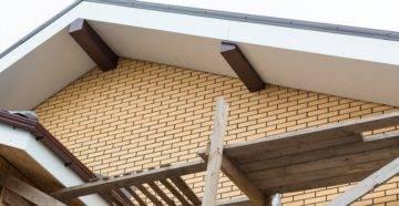 Варианты подшивки свесов крыши софитом, профнастилом или пластиком + видео