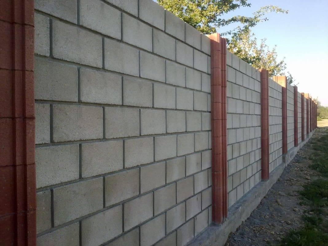Забор из шлакоблоков: видео-инструкция как построить своими руками, фото
