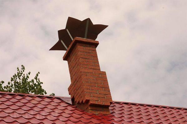 Проход и примыкание трубы на крыше из профнастила