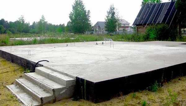 Плитный фундамент под гараж  плюсы и минусы - варианты пола
