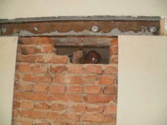 Пошаговая инструкция, как сделать проем в кирпичной стене под дверь своими руками