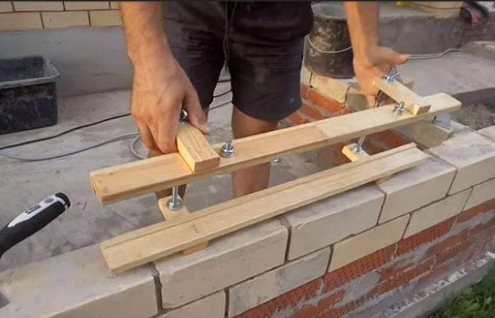 Инструмент для кладки кирпича своими руками: набор приспособлений каменщика