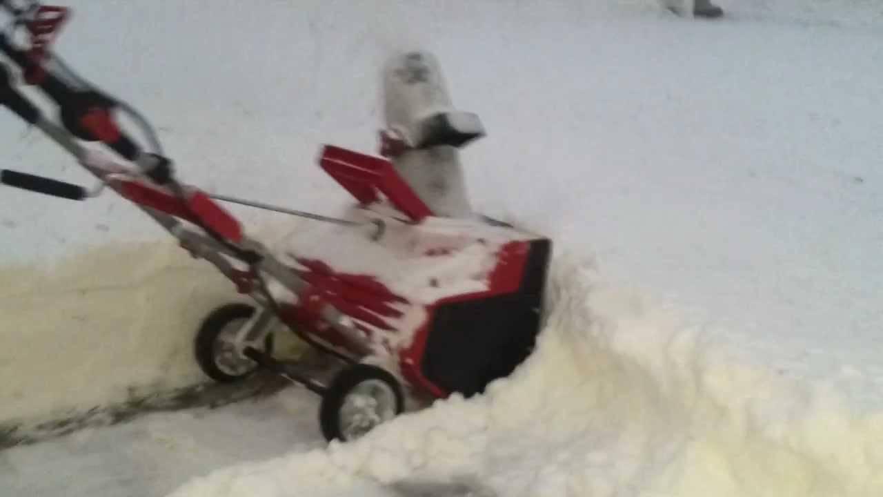 Самоходные бензиновые снегоуборщики: какими они бывают и как их использовать?