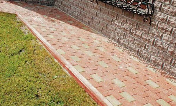 Пошаговая инструкция, как уложить тротуарную и другую плитку на бетонную отмостку