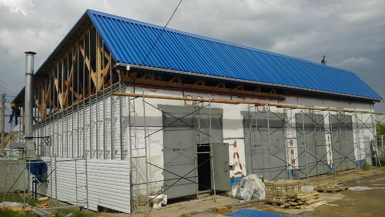 Как покрыть крышу профнастилом своими руками (фото, видео инструкция)