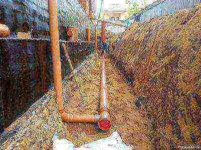 Копка траншеи под канализацию: как выкопать вручную, как уложить канализационные трубы, можно ли вместе с водопроводом в частном доме, сколько стоит работа