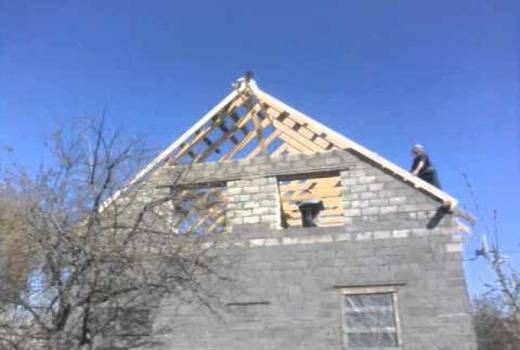 Крепление крыши к стенам из газобетона: выбор крепежа и выполнение монтажа