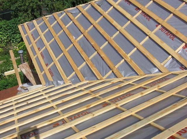 Конденсат на крыше из металлочерепицы: способы устранения, как избавиться от влаги под металлочерепицей, антиконденсатная пленка, что делать и причины появления
