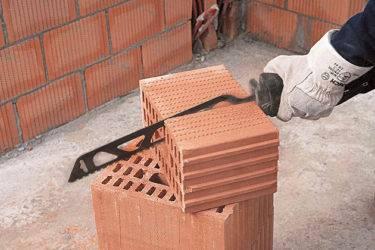 Чем пилить газобетон? полотно для сабельной пилы по газобетонным блокам и для электропилы, как резать газоблок,  угольник для резки