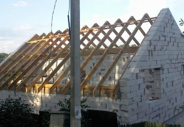 Способы завязывания фронтона двухскатной крыши: расчет, пример монтажа