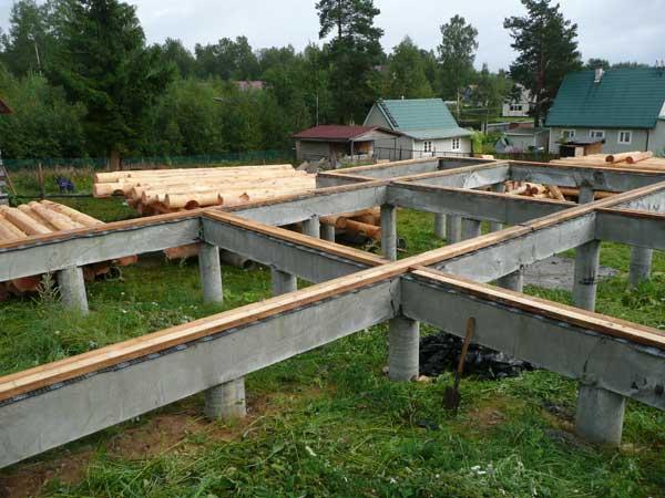 Строительство дома на фундаменте из винтовых свай: преимущества и недостатки конструкции