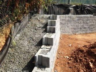 Подпорные стенки (59 фото): устройство стен и проектирование, ремонт и армирование, стены из дерева и кирпича, из плитняка и другие виды и их конструкции