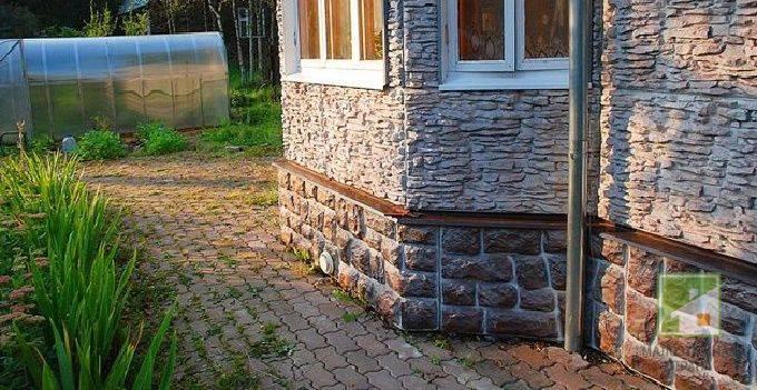 Монтаж цокольных панелей под камень