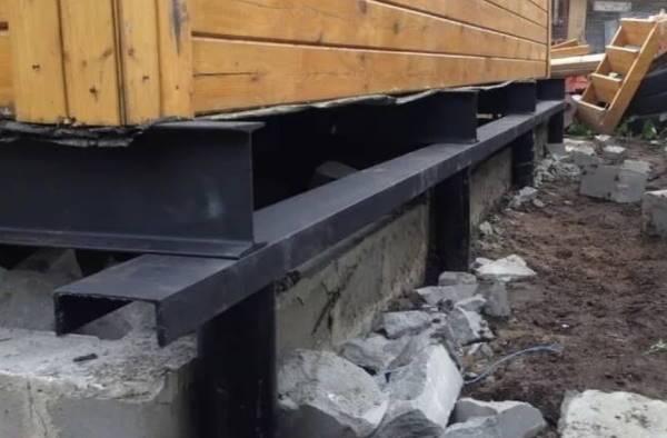 Ремонт фундамента винтовыми сваями: технология и материалы