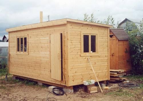 Можно ли и как поднять дом на винтовые и буронабивные сваи, сколько это стоит?