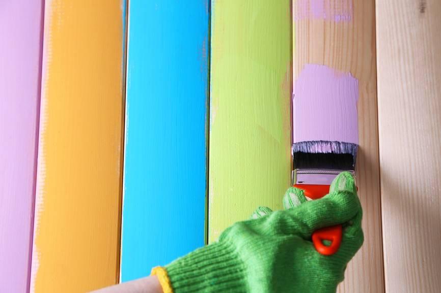Краска фасадная водно-дисперсионная: виды (акриловая и т.д.), технические характеристики, технология нанесения
