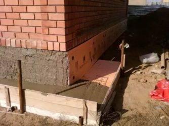 Отмостка на пучинистых грунтах и глинистых почвах: инструкция по устройству утепленной и неутепленной конструкции своими руками