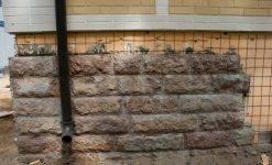 Плюсы и минусы, технология облицовки цоколя дома натуральным камнем