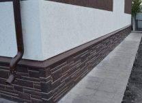 Как отделать цоколь дома своими руками: советы, чем обшить, как правильно и недорого оформить поверхность, каким декором украсить частный дом