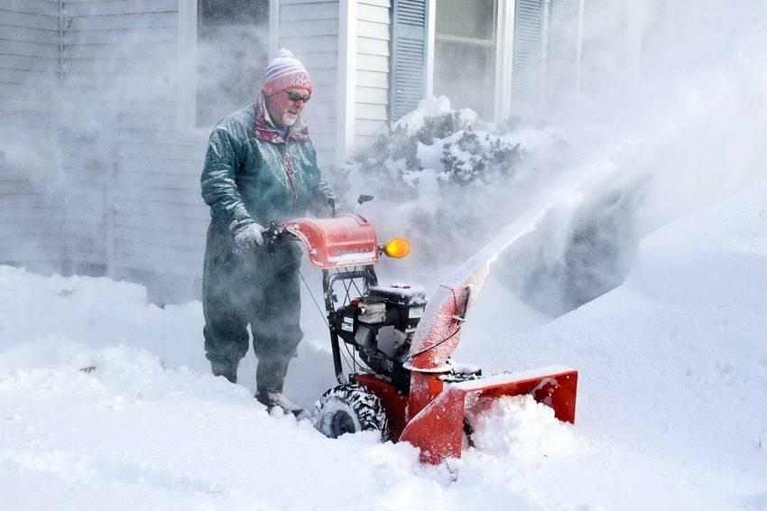 Самоходный бензиновый снегоуборщик для дачи: рейтинг лучших снегоочистителей для загородных домов, обзор моделей husqvarna и honda