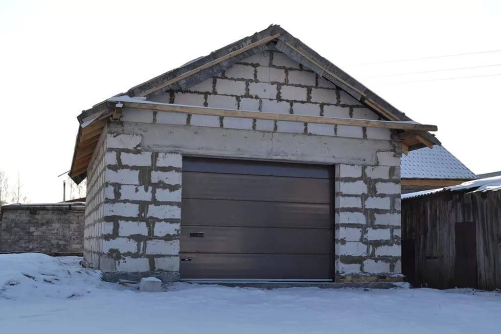 Строительство добротного гаража из пеноблоков своими руками