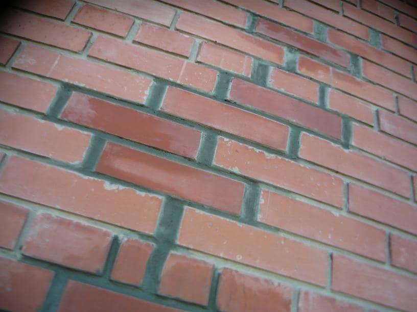 Причины образования вертикальных и горизонтальных трещин в наружных стенах кирпичного частного дома