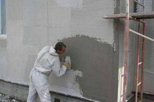 Достоинства и недостатки цементно-песчаной фасадной штукатурки + технология отделки