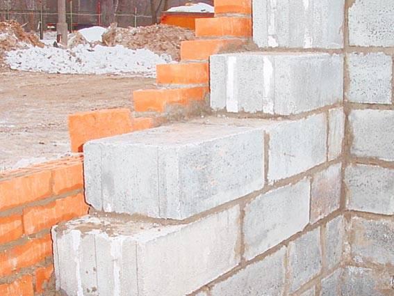 Требования к толщине стен из пеноблока, как правильно её рассчитать при строительстве дома?