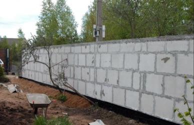 Строительство забора из газобетона: фото