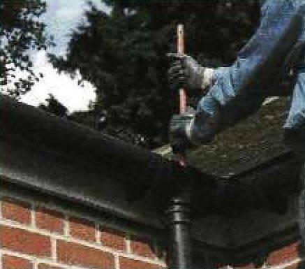 Очистка водосточной системы от засоров на даче