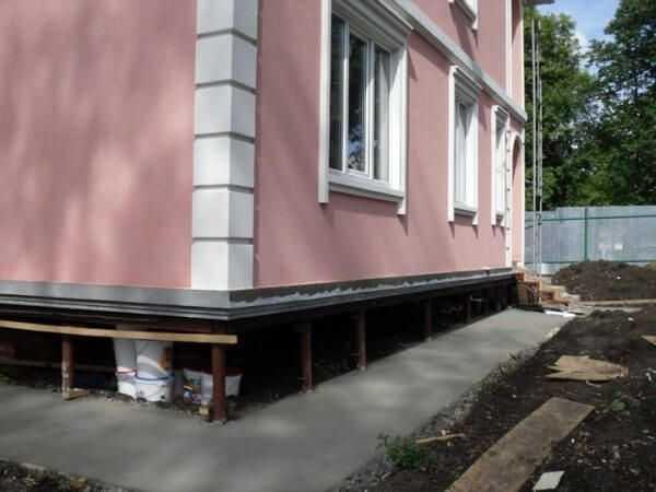 Обшивка деревянного дома: внешняя облицовка кирпичом и фасадными панелями, материал для отделки фундамента снаружи