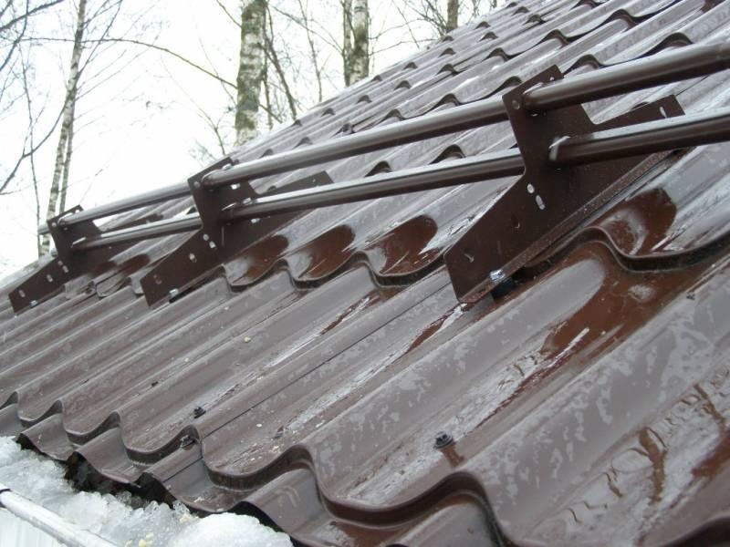Установка снегозадержателей на крышу из металлочерепицы: схемы монтажа - строительство и ремонт