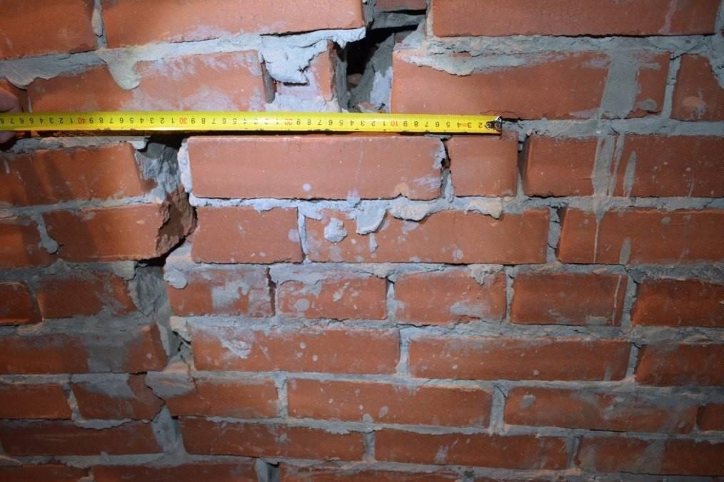 Как построить, чем укрепить, утеплить, отремонтировать кирпичную стену гаража?