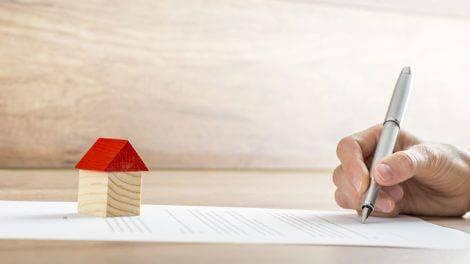 Что лучше: дарственная на квартиру или завещание - чем они отличаются, как оформить договор дарения наследникам, каковы основные отличия; что дешевле и выгоднее сделать, подарить или завещать наследство? юрэксперт онлайн