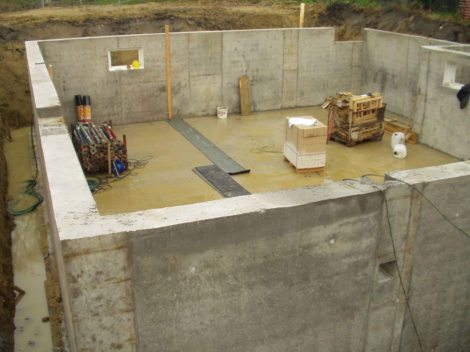 Бетонный погреб: монолитные конструкции, сооружения из железобетонных блоков, колец, газобетонных и керамзитобетонных материалов