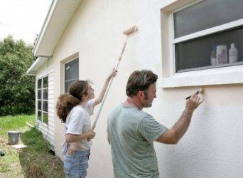 Можно ли красить фасадной краской внутри помещения и чем отличается отделка фасада от краски для внутренних работ