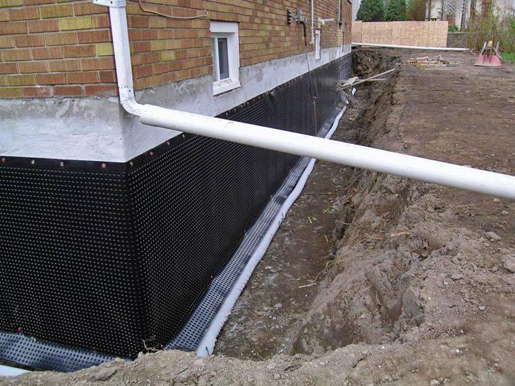 Жидкая гидроизоляция для фундамента: разновидности, особенности обработки методом глубокого проникновения и горизонтального нанесения стекла