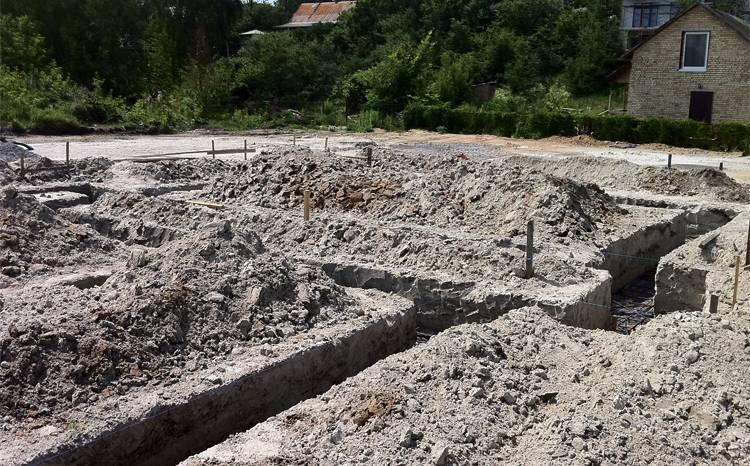Сколько стоит выкопать траншею под фундамент, от чего зависит цена за метр, как происходит вычисление глубины, ширины, длины рва, для чего необходимы эти данные