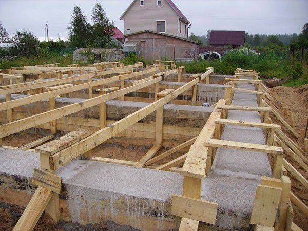 Фундамент на склоне для частного дома