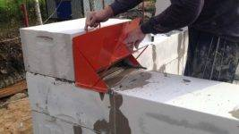 6 самодельных приспособ, которые помогут быстро построить дом из газоблока