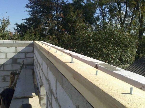 Как правильно крепить стропила на односкатной крыше?