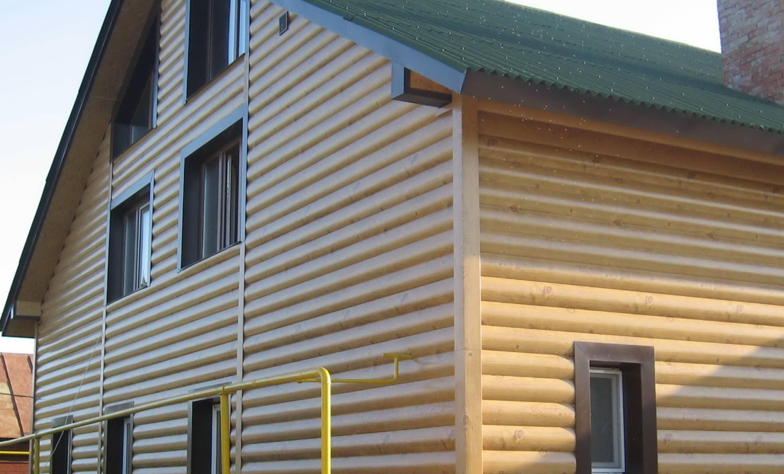 Фасадные панели под дерево:  металлические и ламинированные для наружной отделки фасада дома
