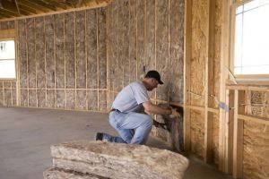 Пена для утепления стен: утеплитель в баллонах, монтажная полиуретановая продукция для крыши и фасада дома, тонкости нанесения