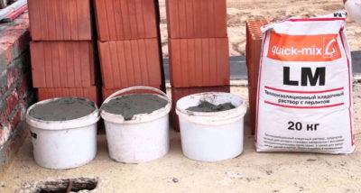 Клей для блоков: составы для пазогребневых и ячеистых плит из бетона, расход на 1 м2, клей-пена для блоков
