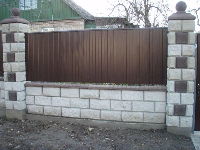 Блоки для забора (37 фото): шлакоблок и пескоблок для ограждения, декоративные бетонные изделия, характеристики керамзитобетонных и пеноблоков