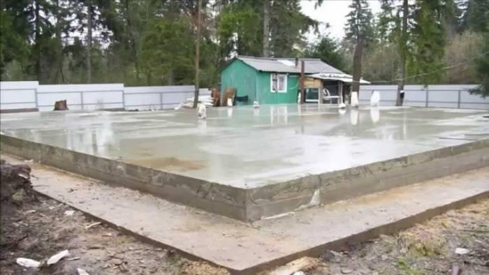 Фундамент под гараж из монолитной плиты — расчет толщины и правила заливки