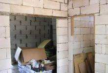 Установка металлических дверей в газобетонном доме. как сделать проем в стене из газобетона