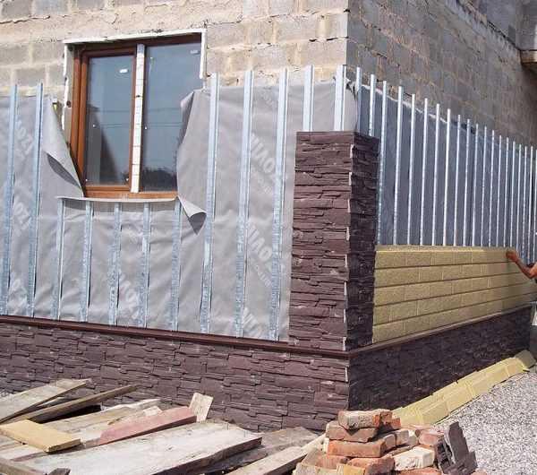 Виды и технические характеристики фасадных панелей пвх для наружной отделки дома