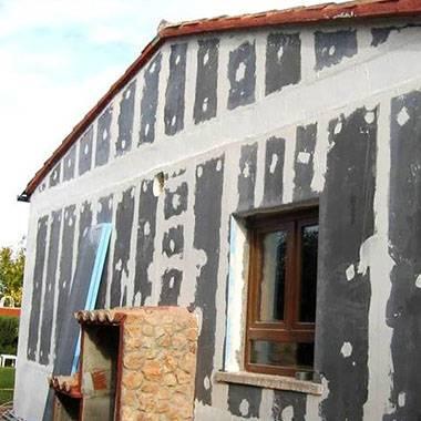 Технология подготовки и покраски стены из кирпича при помощи фасадной краски для наружных работ