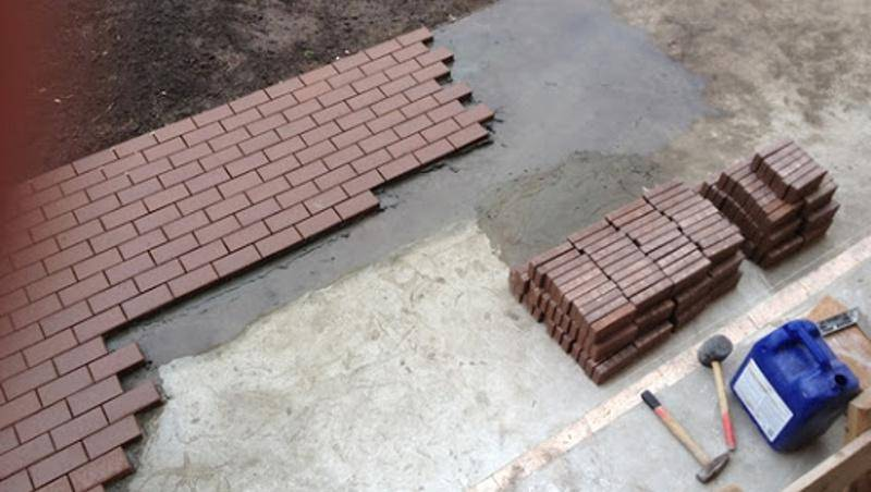 Как своими руками сделать отмостку из тротуарной плитки вокруг частного дома - инструкция